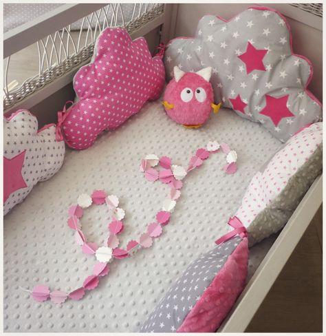 Tour de lit bébé nuage fuchsia, blanc et gris : Linge de lit enfants par les-petits-gosses-miniatures