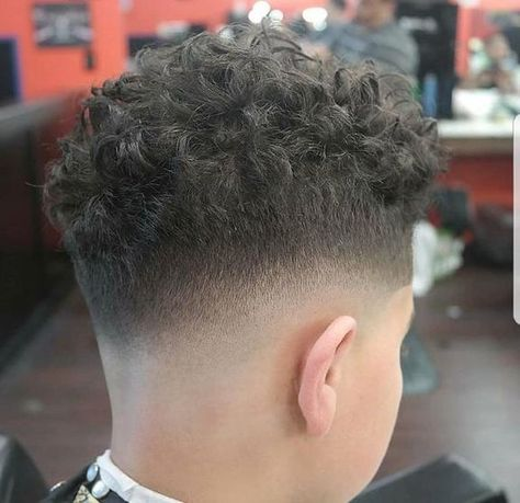 Our #wahlcutoftheday is from Wahl educator and 2017 Wahl Online Barber Battle winner @mr_executive_barber. The 2018 competition beings June 1st! Link in bio for more details.#wahl #wahlpro #weat #fade #barber #haircut
