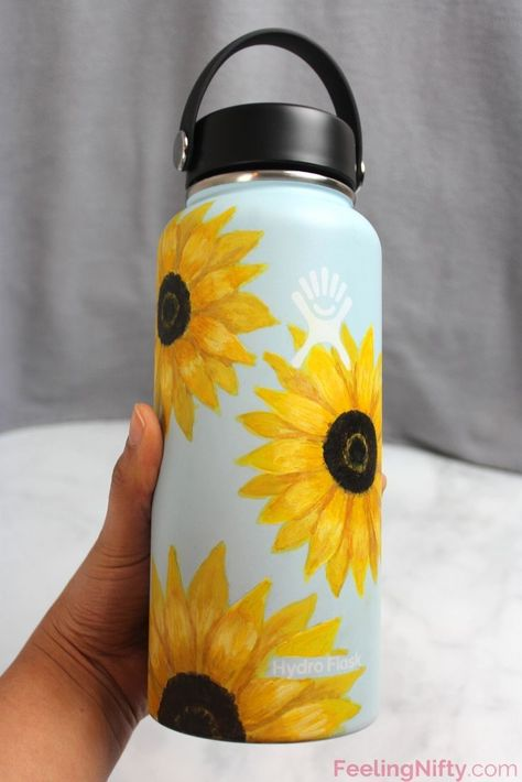 DIY Hydro flask painting ideas and tips to get your Hydroflask painted and sealed properly. 5 easy and simple flowers designs you can do on your Black, White and Blue (mint) Hydroflasks. Step by step tutorial included. Water Bottle Art, Hydro Flask Water Bottle, Cute Water Bottles, Water Bottle Design, Plastic Bottle, Hydro Painting, Bottle Painting, Diy Painting, Hipster Meme