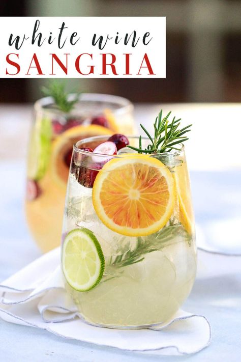 white sangria recipe: The best easy white wine sangria with orange (for winter) or peach (for summer). This winter sangria is perfect for Christmas and such a delicious Spanish cocktail recipe! Easy White Sangria Recipe, Homemade Sangria, Red Sangria Recipes, Margarita Recipes, Cocktail Recipes, White Christmas Sangria Recipe, White Wine Spritzer, White Wine Sangria, Peach Sangria