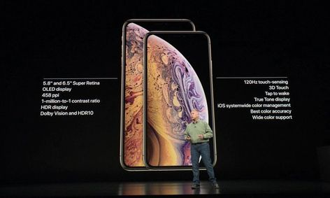 Ecco i nuovi iPhone Xs e Xs Max . . . . . #apple #appleiphone #applenovinky #iphone #iphonex #iphonexs #iphonexsmax #gold #steve #jobs #stevejobs #appleevent #applepark