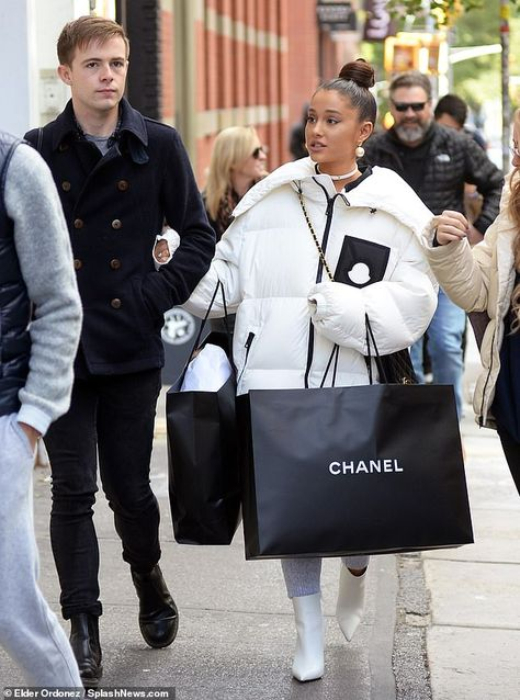Ariana Grande enjoys a shopping spree in NYC after Pete Davidson split Strut your stuff like Ariana in Christian Louboutin white boots Ariana Grande Outfits, Photos Ariana Grande, Ariana Grande Style 2018, Ariana Grande Bangs, Ariana Grande Cute, Christian Louboutin, Nyc, Wallpaper Ariana Grande, Vetement Fashion