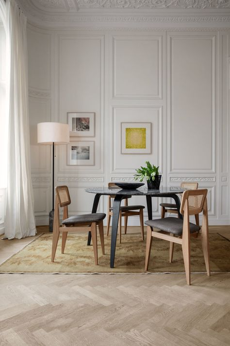 Gubi Gubi Dining Table Round Dining Chairs Upholstered Dining