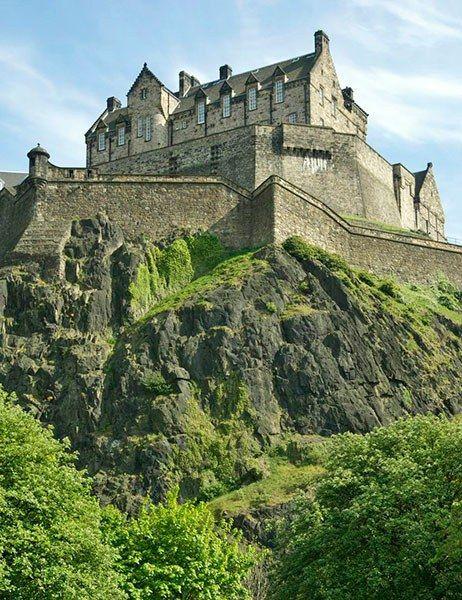Most Beautiful Haunted Destinations Around The World Edinburgh Castle Scotland Edinburgh Castle Beautiful Castles Castle
