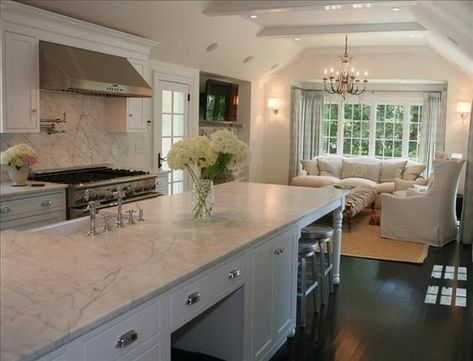 TV nook in the kitchen! Dream House,dream kitchens,For the Home,Kitchen, Tv In Kitchen, Skinny Kitchen, Kitchen Nook, Kitchen Redo, Kitchen Remodel, Kitchen Dining, Kitchen Seating, Kitchen Cabinets, Kitchen Island