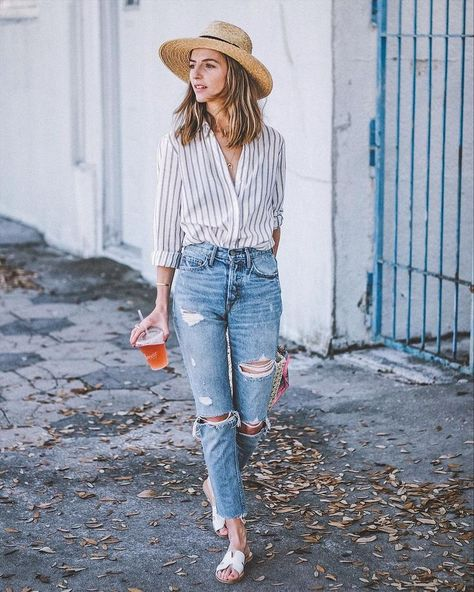 Jeans are versatile bottoms you can wear all weekend long. In today's post I want to share with you casual jeans outfit ideas you might want to wear on repeat. Ripped Mom Jeans, Jeans Boyfriend, Ripped Skinny Jeans, Black Jeans, Ripped Shorts, Jeans Casual, Look Jean, Spring 2015 Fashion, Fashion Fashion