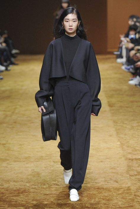 Low Classic Seoul Fall 2018 Seoul Collection - Vogue