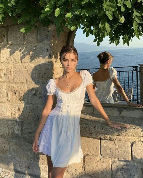 casual spring outfits ideas to wear 39 ~ my.me casual spring outfits ideas to we. 70s Fashion, Look Fashion, Womens Fashion, Italy Fashion, Girl Fashion, Fashion Clothes, Europe Fashion, Winter Fashion, Spain Fashion