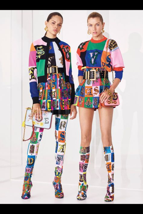 Versace Resort 2019 collection, runway looks, beauty, models, and reviews.