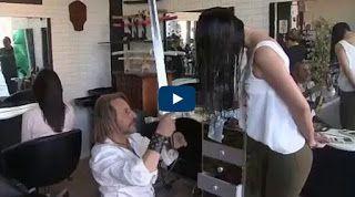 بالفيديو حلاق يصفف الشعر بالسيوف والسكاكين ولهيب النار