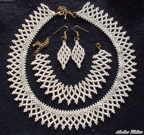 Ambrus Valéria - népi ékszerkészítő, népi ékszer, kézműves, gyöngyfűzés, gyöngyfűzött, horgolás, horgolt, ékszerek, ruhák,