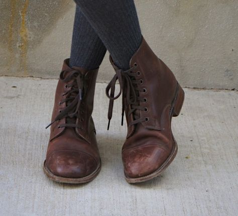What To Consider When Buying New Boots - Leather Boots - Ideas of Leather Boots - the right kind of lace up boots! Estilo Hipster, Mode Shoes, Moda Boho, Shoe Boots, Shoe Bag, Louboutin, Normcore, Looks Vintage, Mode Vintage