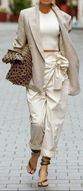 Pin By Ilde On L Eleganza In Creme Beige Avorio Black And White Fashion Black