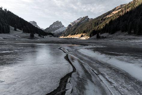 Schwarzeis Auf Dem Samtisersee Beim Plattenbodeli Im Alpstein