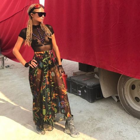 In Flowing Florals At Burning Man 2017 - Paris Hilton's Most Daring Festival Fashion Moments - Photos