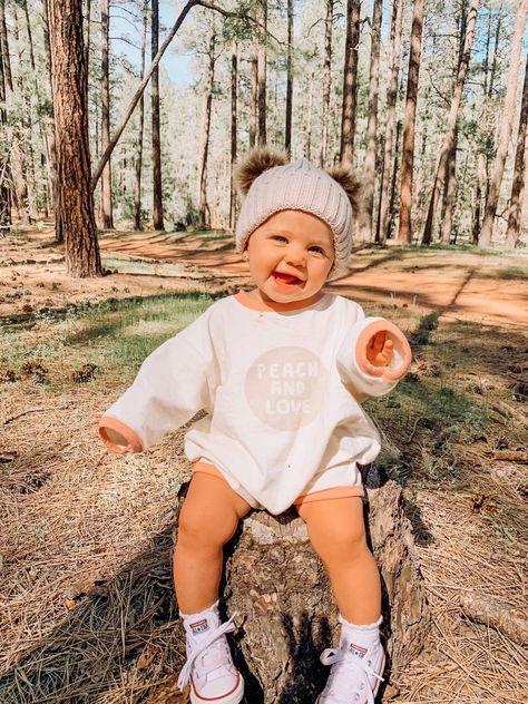 Cute Little Baby, Little Babies, Cute Babies, Mom And Baby, Baby Baby, Cute Baby Girl Outfits, Cute Baby Clothes, Winter Baby Clothes, Toddler Girl Outfits