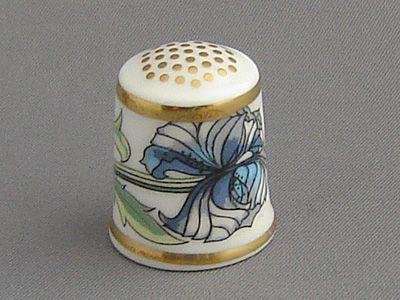 Queen Victoria Porcelain China Thimble