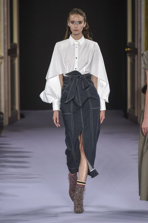 Talbot Runhof Spring 2019 Ready-to-Wear collection, runway looks, beauty, models, and reviews.