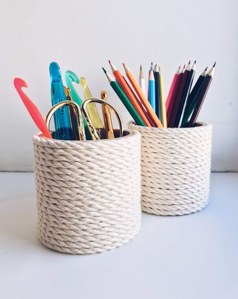 19 Ideas For Cute Desk Organization Ideas Pen Holders Pencil Holders For Desk, Pen Holder Diy, Pencil Cup Holder, Pencil Organizer, Locker Accessories, Cute Pens, Pen Collection, Pebble Pictures, Upcycled Crafts