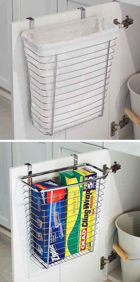 Une corbeille suspendue sur une porte est un moyen facile de gagner de l'espace dans votre cuisine ou salle de bain.