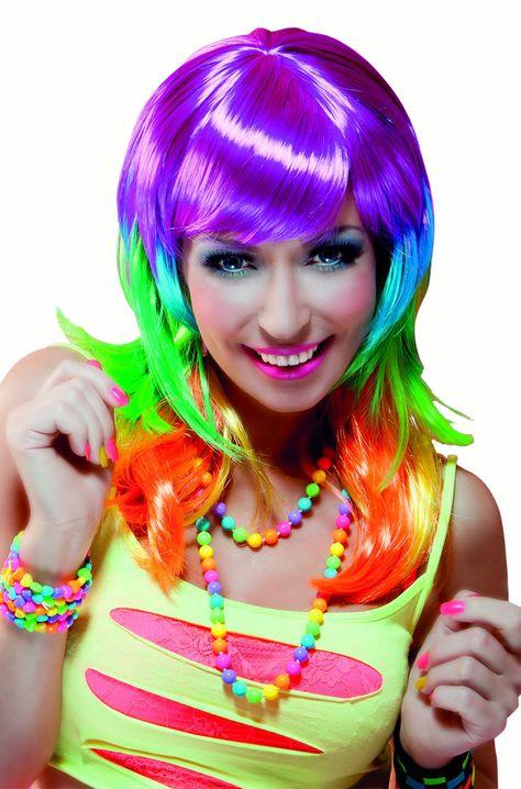 Cette perruque aux couleurs de l'arc en ciel sera parfaite pour compléter un déguisement original et coloré à l'occasion du Carnaval.