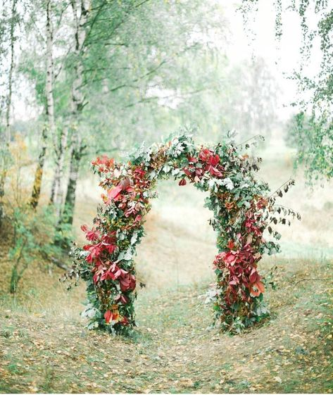 Wedding ceremony flowers in fall are truly next level. Whether they incorporate wispy grasses and seasonal foliage or dahlias, hydrangeas and even phlox, there is just something about autumn wedding decor. We simply could not help hand-picking 60 of our favorite fall wedding flower designs for weddings and sharing them on the blog!