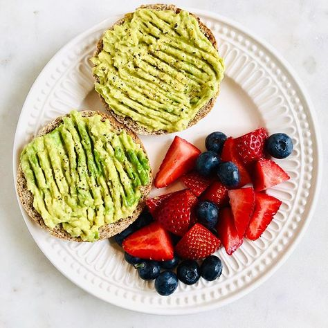 An English muffin for #toasttuesday, with mashed avocado, salt, pepper and berries. Simple things, which mean more than ever when life is busy and complicated. Happy Tuesday, friends! 💚❤️💚 . . . . #simplefood #vegan #vegansofig #vegansofinstagram #veganlife #plantpowered #poweredbyplants #plantbased #veganism #plantbaseddiet #wfpb #plantstrong #plantbaseddiet #berryseason #summer