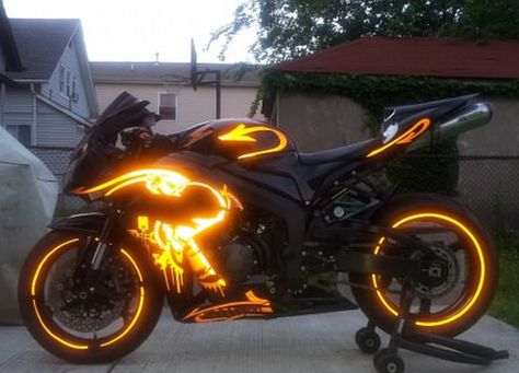Funny pictures about Dream motorcycle. Oh, and cool pics about Dream motorcycle. Also, Dream motorcycle. Futuristic Motorcycle, Motorcycle Bike, Motorcycle Paint, Motorcycle Lights, Moto Design, Bike Design, Carros Lamborghini, Best Luxury Cars, Cool Motorcycles