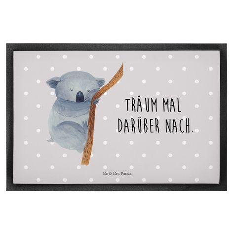 60 x 90 Fußmatte Koalabär aus Velour  Schwarz - Das Original von Mr. & Mrs. Panda.  Die wunderschönen Fussmatten von Mr. & Mrs. Panda sind etwas ganz besonderes. Alle Motive werden von uns entworfen und jede Fussmatte wird von uns in unserer Manufaktur selbst bedruckt und liebevoll an euch verschickt. Die Grösse der Fussmatte beträgt 60cm x 90 cm.    Über unser Motiv Koalabär  Träum mal darüber nach.    Verwendete Materialien  Hochwertiges 300 Gramm starkes Velourmaterial und rutschfestem Gummi