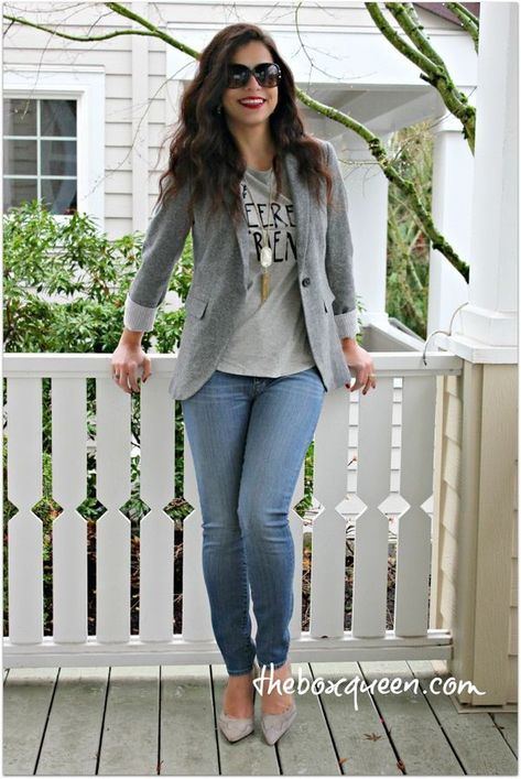 How to Put Together A Casual Blazer Outfit ? The perfect look for casual Fridays!