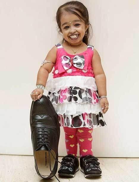 أغرب أرقام قياسية في موسوعة جينيس Women Model Outfits Tiny Woman