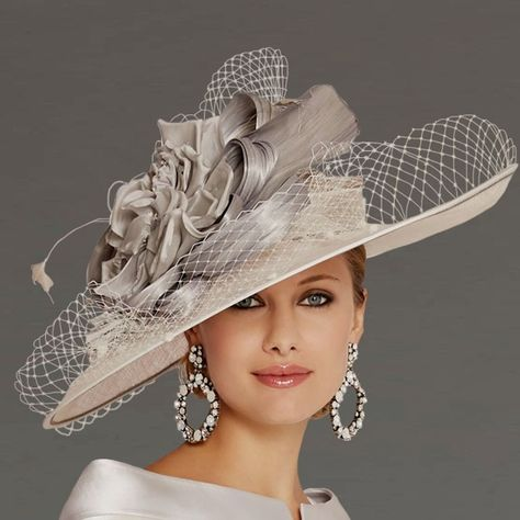 Sinamay Hats, Fascinator Hats, Fascinators, Mother Of The Bride Hats, Mother Of Bride Outfits, Kentucky Derby Fashion, Kentucky Derby Hats, Funky Hats, Cool Hats