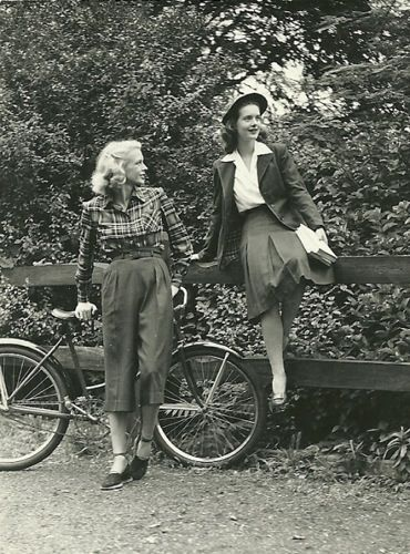 In the people prefered to wear vest with skirts and also many women turn to wear trousers!
