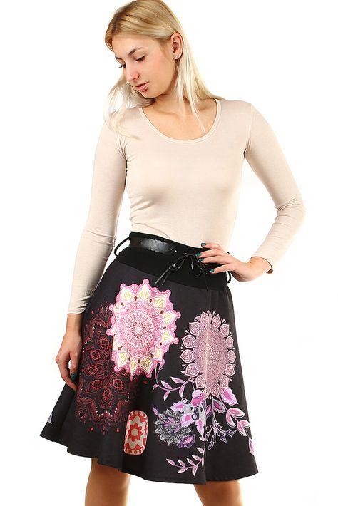fa1285a2625a Áčková sukně s ornamenty - koupit online na Glara.cz  glara  fashion  sukně   sukne
