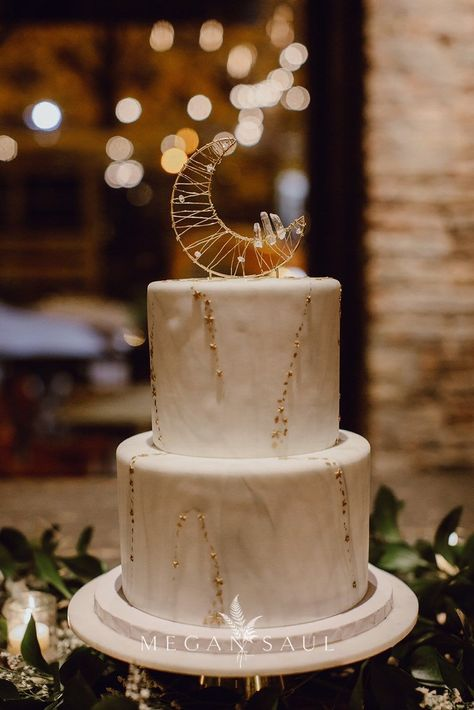 This moon-shaped cake topper crafted from metallic wire and clear quartz is a delicious finishing touch to a celestial wedding. This moon-shaped cake topper crafted from metallic wire and clear quartz is a delicious finishing touch to a celestial wedding.
