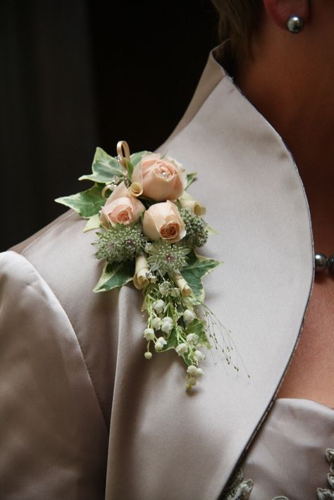 wedding broach flower pin Mother of Bride Corsage Mother of Groom corsage Burlap lace Ivory corsage Prom corsage Mother/'s Day corsage