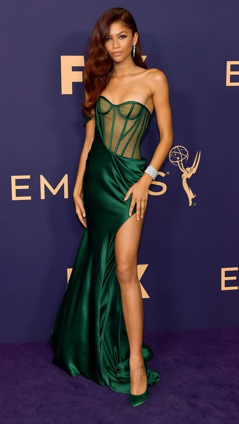 Zendaya Dress, Zendaya Style, Zendaya Fashion, Zendaya Model, Zendaya Coleman, Formal Gowns, Strapless Dress Formal, Victor Ramos, Emerald Gown
