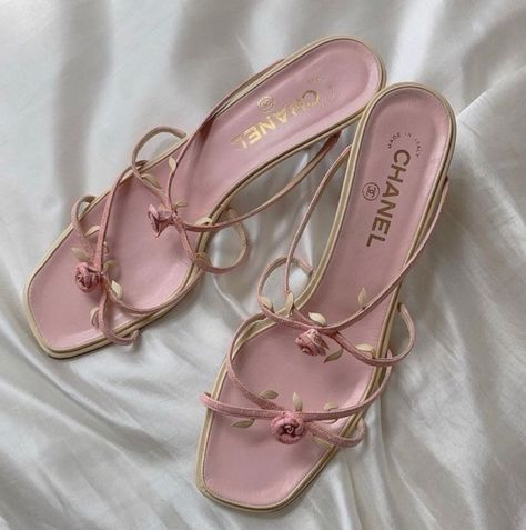 Chanel Heels, Chanel Ballet Flats, Cute Heels, Shoes Heels, Valentine Gifts For Kids, Hello Ladies, Ball Gowns Prom, Just Girly Things, Vintage Chanel