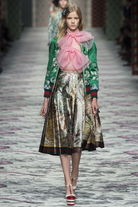 See all the Collection photos from Gucci Spring/Summer 2016 Ready-To-Wear now on British Vogue