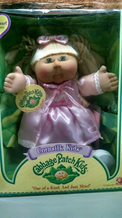 New In Box Cabbage Patch Cornsilk Kid Her Name Is Gracie Hope Birth Certificate Is In Box Beautif Cabbage Patch Dolls Cabbage Patch Kids Dolls Cabbage Patch
