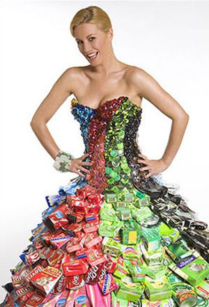 You can see the close up better Recycled Fashion: An awesome collection of paper, cans & used jeans!