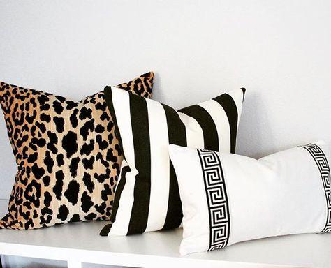 Cuscini Leopardati.Classics Leopard Velvet Black White Stripe White Solid With