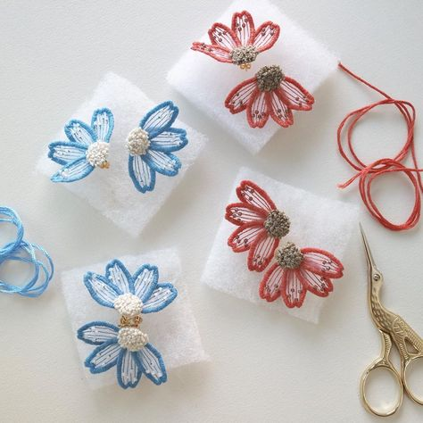 3D Rose Light Blue-White-and Red Overlapping Flowers Pattern Hand Towel 15 x 22 Multicolor