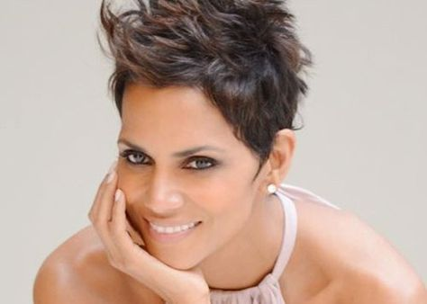 Amazing Halle Berry hairstyles over the years