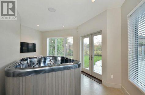 A hot-tub room??