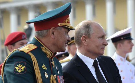 С Министром обороны Сергеем Шойгу во время Главного военно-морского парада.