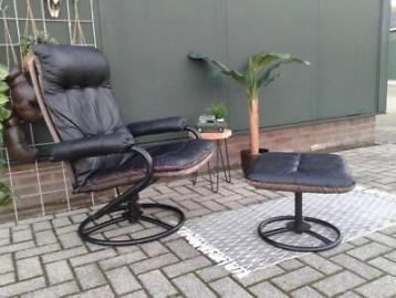 Zwarte Vintage Fauteuil.Zwarte Leren Vintage Fauteuil Met Hocker Retro Design Stoel