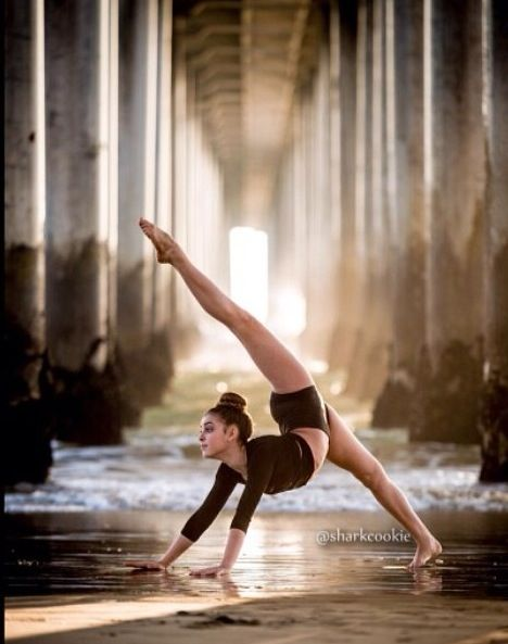Kalani Hilliker//My fav dance moms girl Dance Picture Poses, Dance Photo Shoot, Dance Pictures, Dance Photoshoot Ideas, Yoga And More, Dance Photography Poses, Contemporary Dance Photography, Gymnastics Poses, Rhythmic Gymnastics