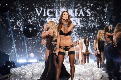 Manca pochissimo allo #show @victoriasecret #modelle #victoriasecret #victoriasecretfashionshow http://www.benedettarossi.it/modelle-victoria-secret/