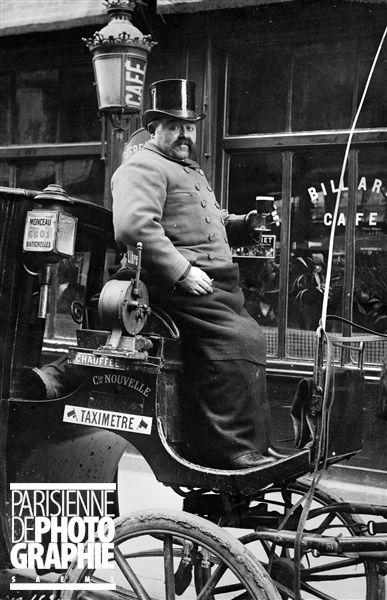 Cocher de fiacre (taxi hippomobile). Paris, vers 1900.
